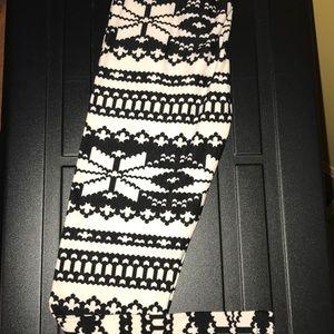 Other - NWOT Girls buttery soft leggings (S/M) 6-8
